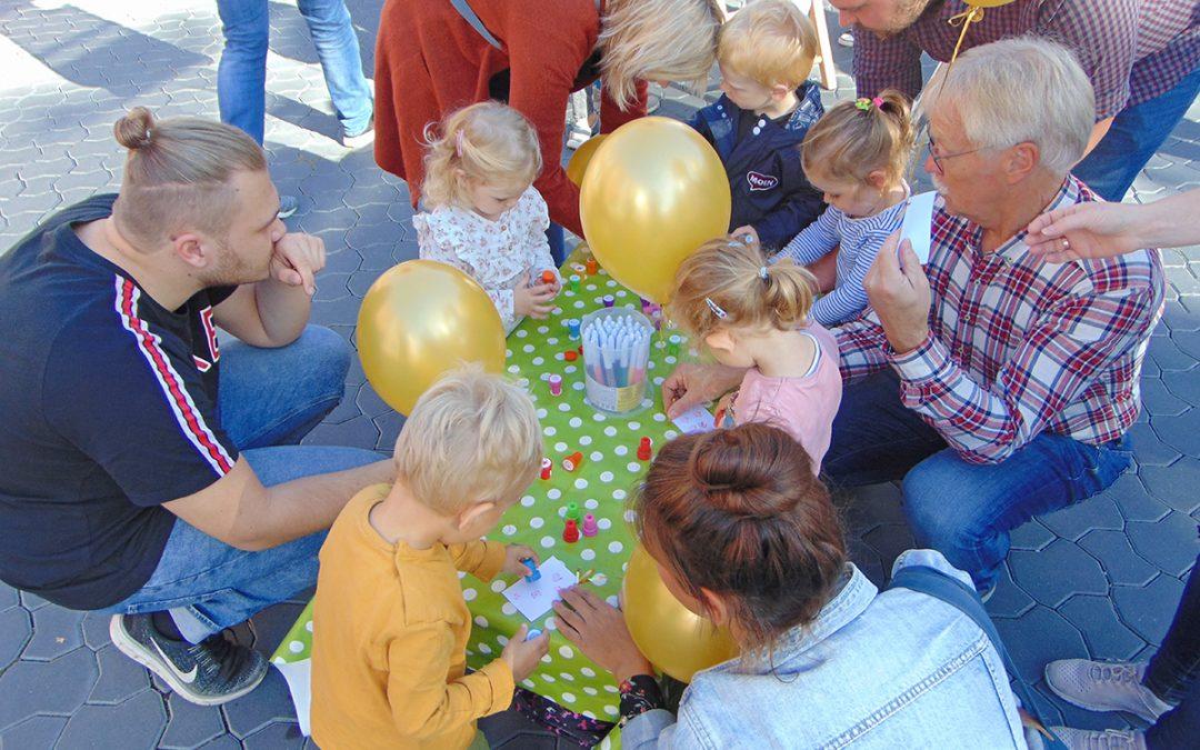 Goldene Ballons am Weltkindertag