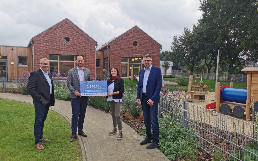 Grafschafter Volksbank fördert neue Einrichtung in Neuenhaus mit Scheck in Höhe von 2500 Euro